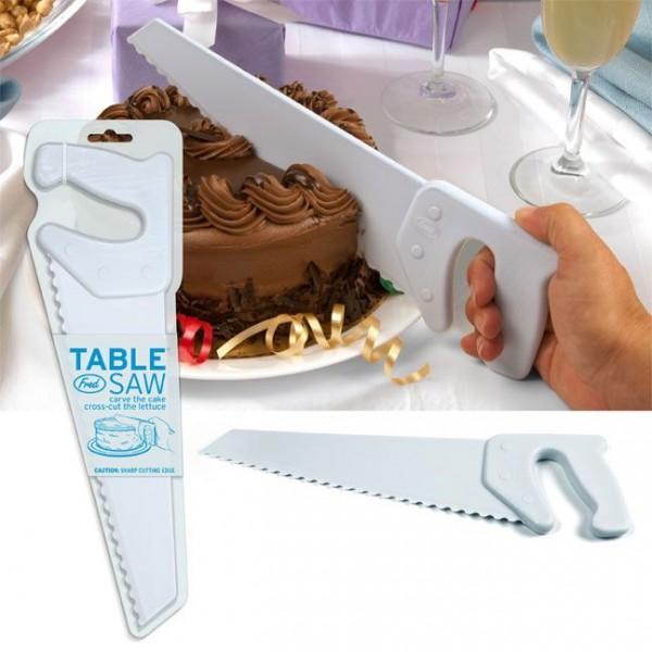 serrucho de plástico para pasteles