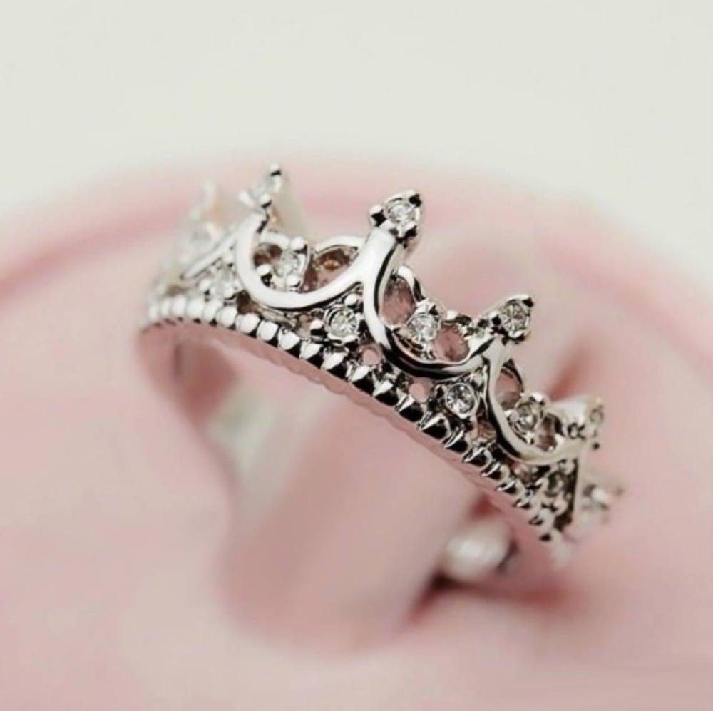25 anillos en forma de corona que toda princesa merece