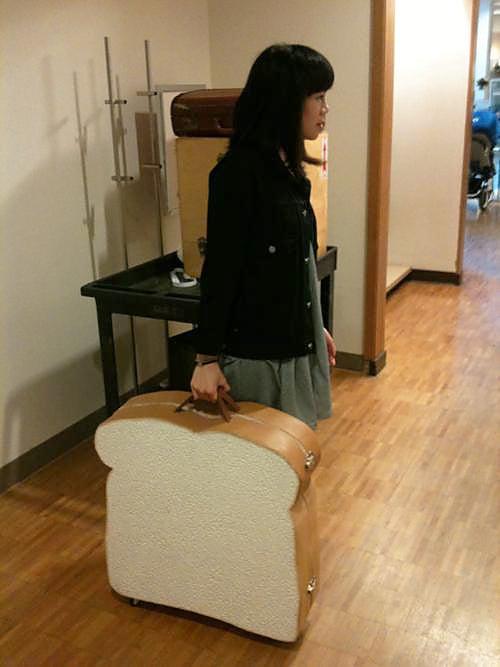 maleta en forma de rebanada de pan