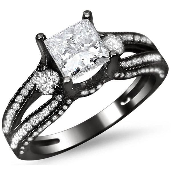 anillo de compromiso negro y blanco