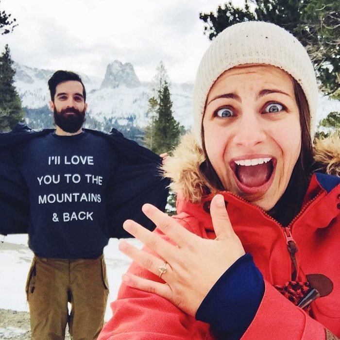 propuesta de matrimonio en la montaña
