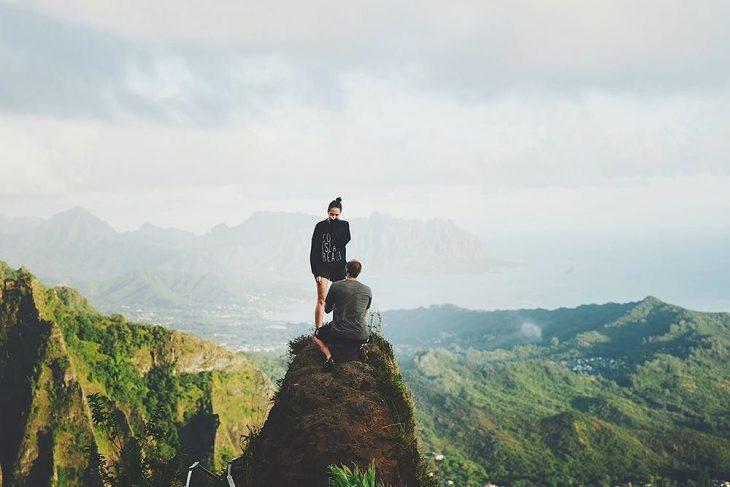 propuesta de matrimonio en cima de una montaña