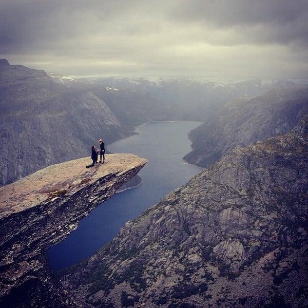 propuesta de matrimonio en una cima