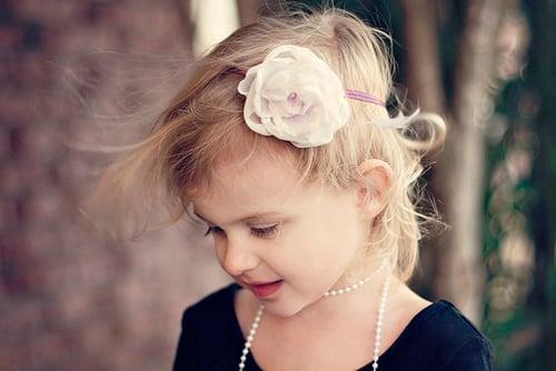 niña con perlas
