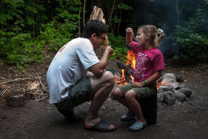 padre e hija de campamento
