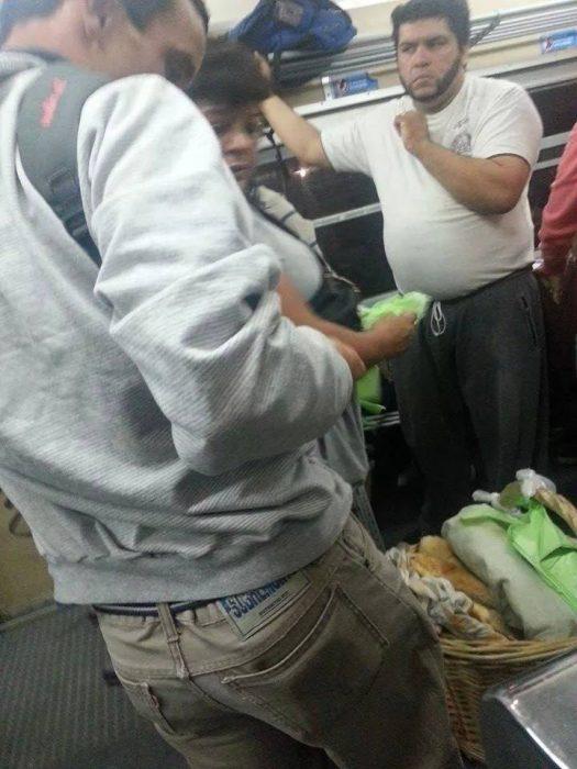persona parecida a wolverine en el metro