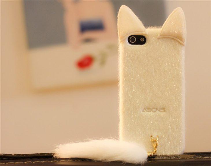 funda para celular afelpada en forma de gato