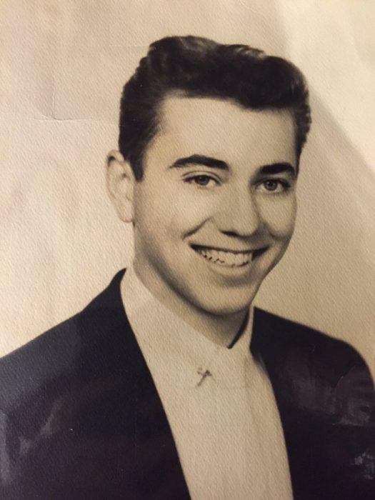 abuelo en una fotografía antigua a blanco y negro