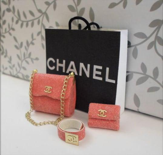 Accesorios en miniatura de Chanel para Barbie