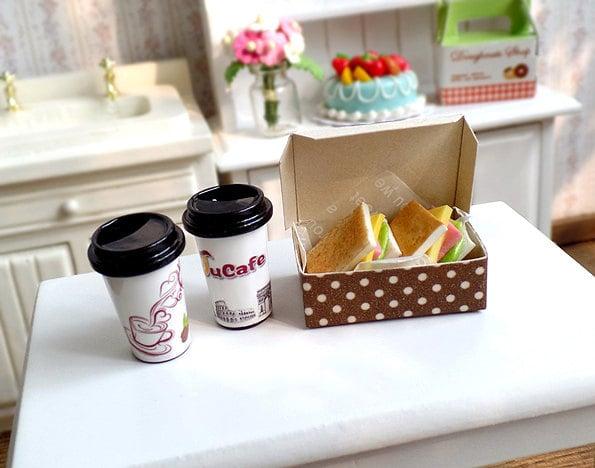 Desayuno con café en miniatura para Barbie