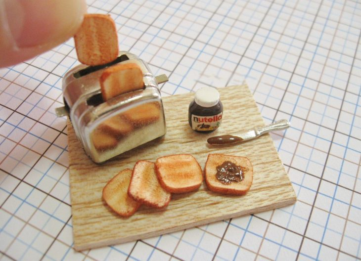 Tostadora, pan y nutella miniatura de Barbie