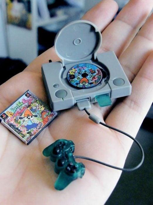 Consola de video juegos en miniatura