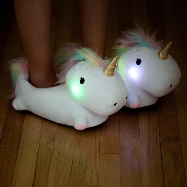 Pantuflas de unicornio que brillan en la oscuridad