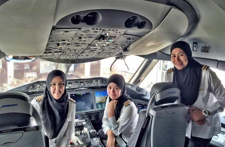 tripulación femenina Royal Brunei Airlines