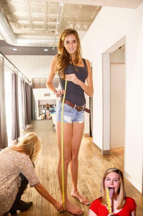 Batalla Reddit chica piernas largas con chica con lengua más larga