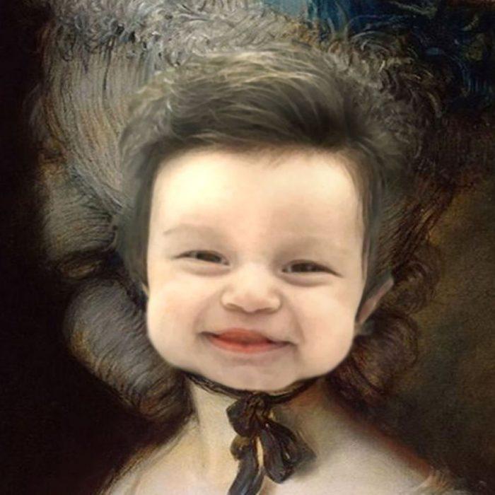 Bebé con demasiado cabello en un montaje luciendo como una pintura rococó