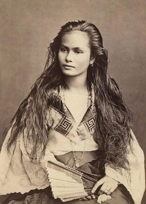 fotografía antigua de mujer filipina