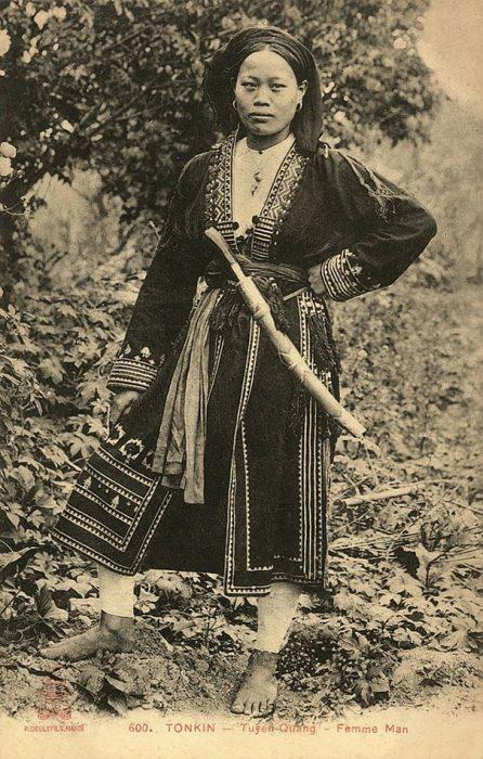 fotografía antigua de mujer vietnamita