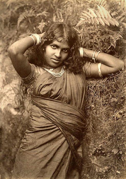 fotografía antigua de mujer tamil