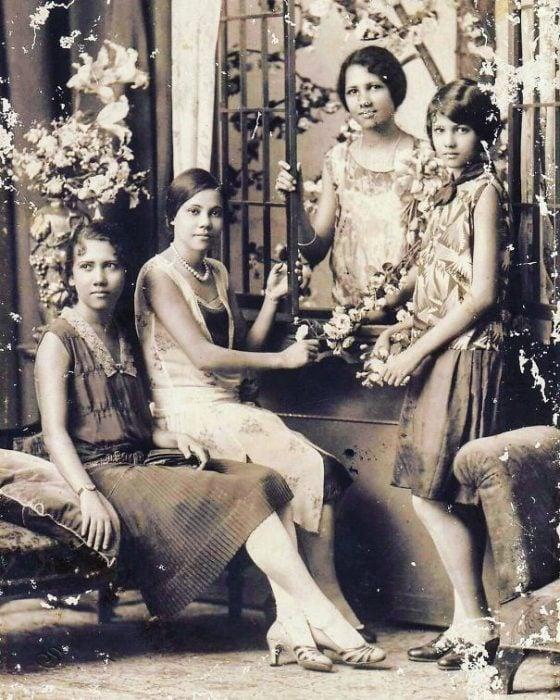 fotografía antigua de mujeres filipinas