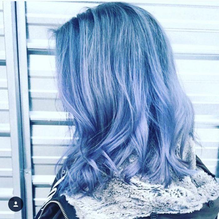 Cabello color azul mezclilla