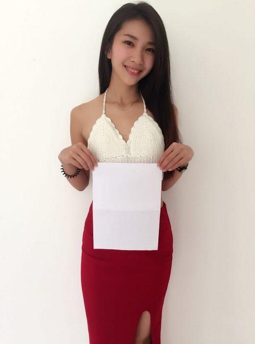 Chica asiática practicando el reto del A4 challenge
