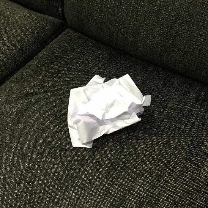 Hoja de papel hecha bola