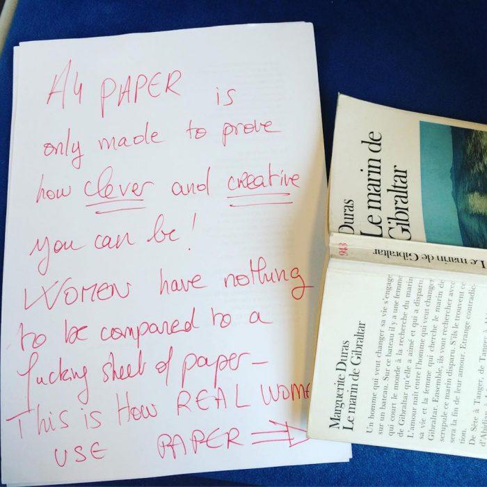 Carta escrita sobre una hoja de papel