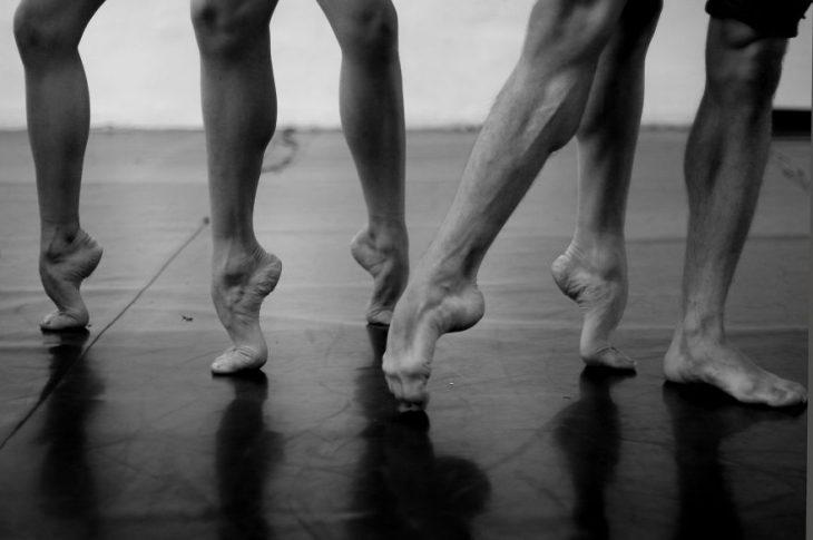 Pies de algunas bailarinas de ballet
