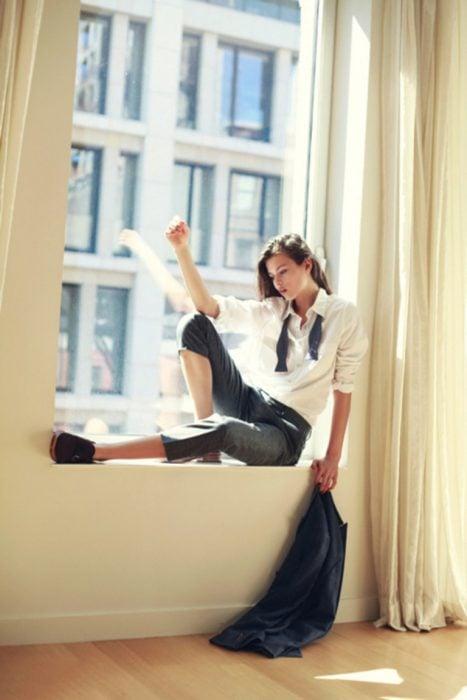 Chica en la ventana
