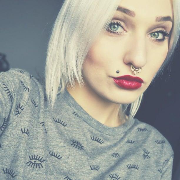 chica piercing nariz y labio