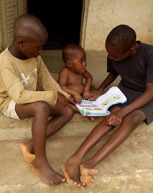 Hope con otros niños rescatados