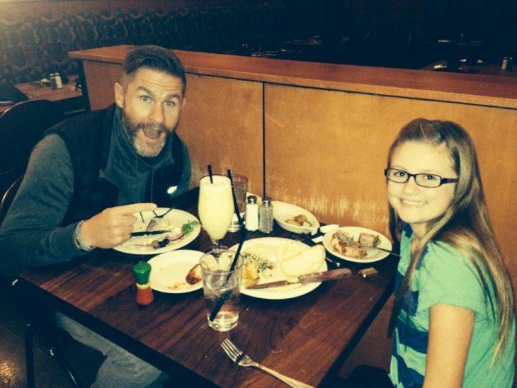 Padre soltero que escribió una carta sobre el divorcio junto a su hija