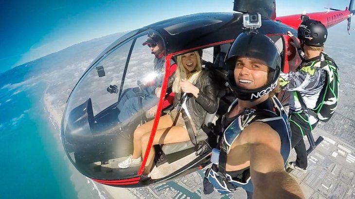 Jay Alvarrez y Alexis Ren Pareja de novios que viajan al rededor del mundo en un helicóptero