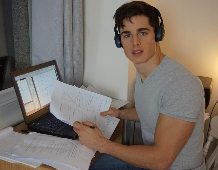 Pietro Bocelli profesor de matemáticas estudiando