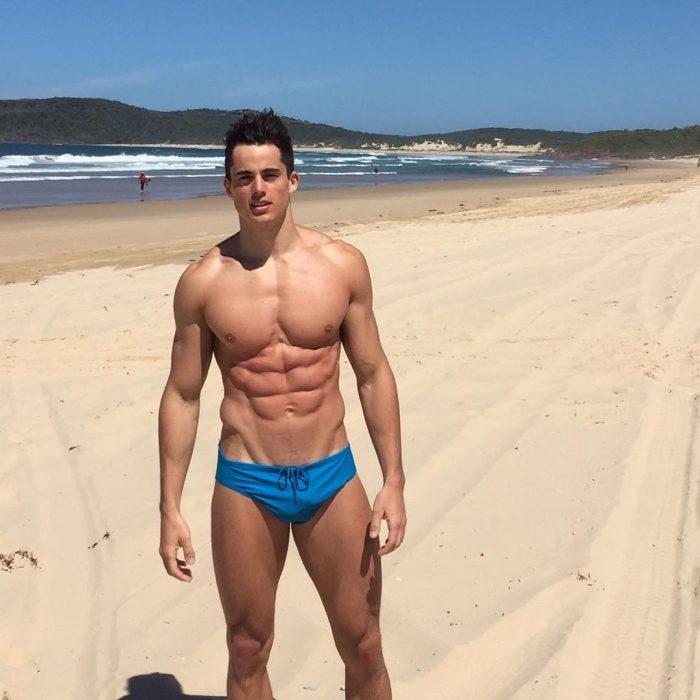 Pietro Bocelli en la playa