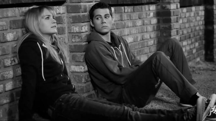Escena de la película the first time. Pareja de novios conversando