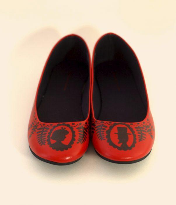 decoración de zapatos rojos con sharpie