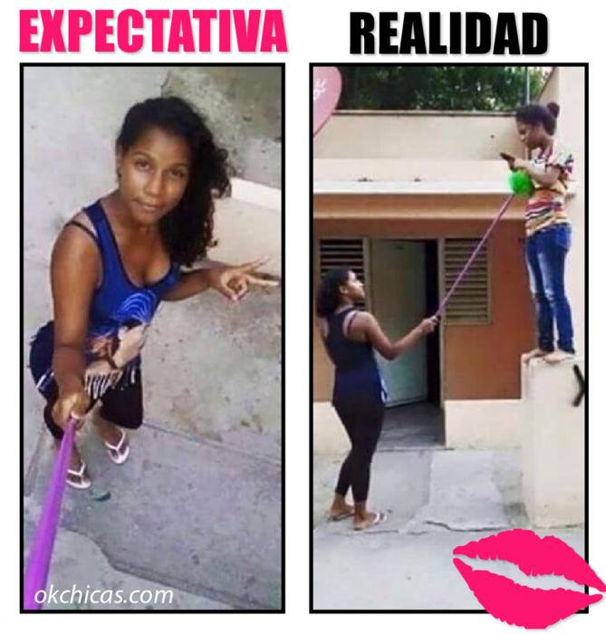 expectativa vs realidad mujeres tomandos foto con selfiestick