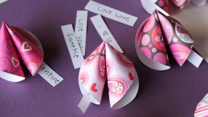 galletas de la suerte de papel con notas de amor