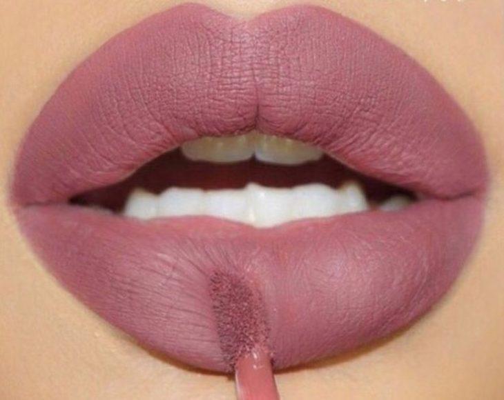 labios voluminosos color rosa palo
