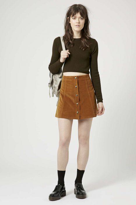 falda a la cintura con top manga larga