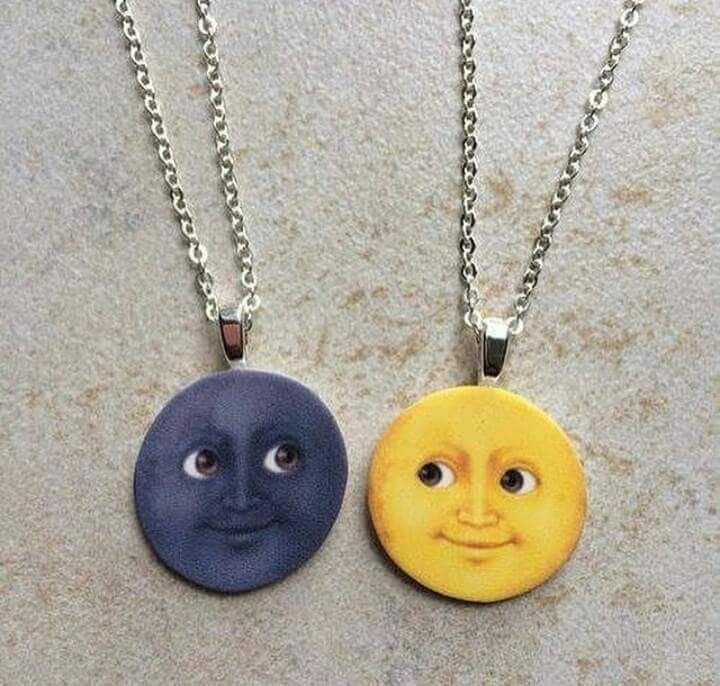 collares con emoji lunas de whatsapp