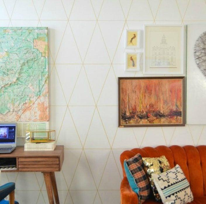 tapiz dibujado con sharpie sillon y cuadros