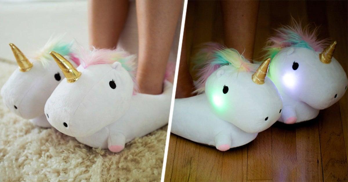 Pantuflas de unicornio son tan adorables que además de iluminarse, también cuenta con diminutos calentadores para mantener tus pies calientes en las mañanas frías