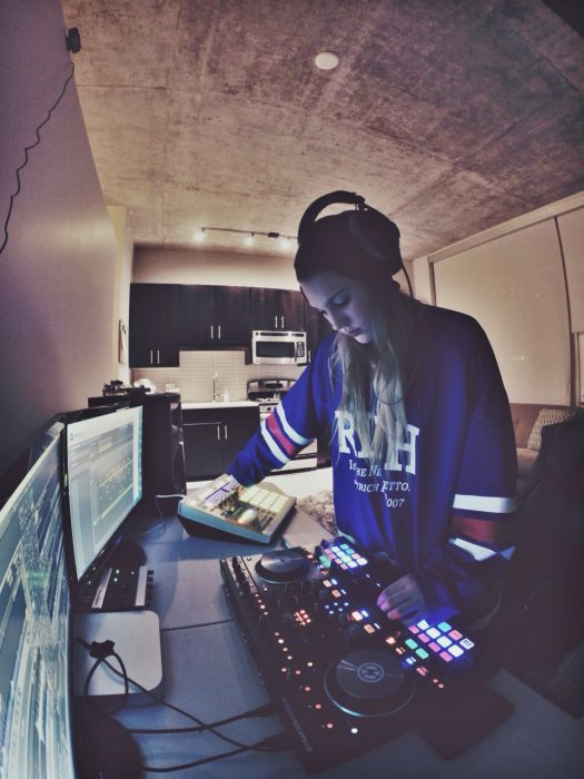 Chica DJ