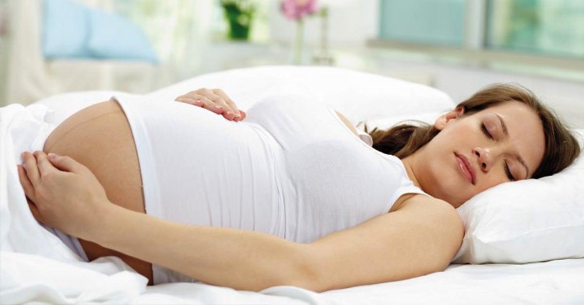 mejor posición para dormir para embarazadas