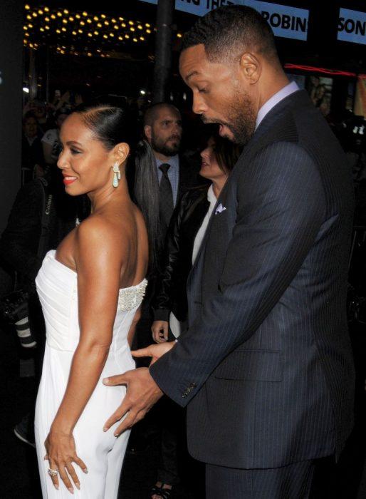hombre desea tocar el trasero de su esposa will smith