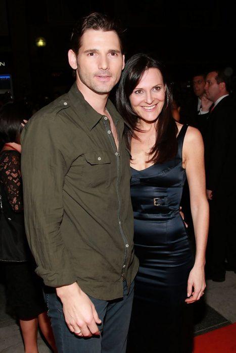 Rebeca Gleeson y Eric Bana