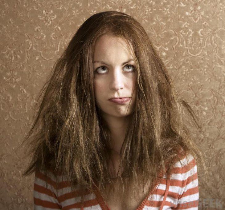 chica cabello rebelde